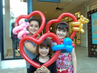 2-3Girls with Heart-Miami-Balloon Art