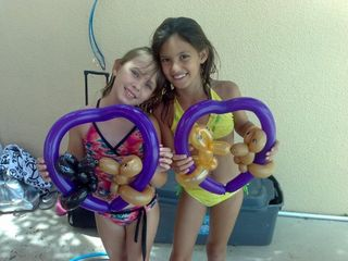 3-2girls with heart-Miami-Balloon Art
