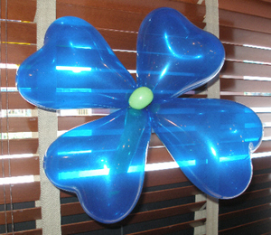 Balloon_art_blue_flower