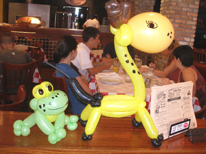 Balloon_art_frog_and_giraffe1