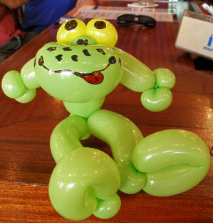 Balloon_art_green_frog