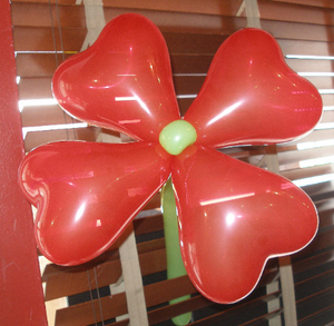 Balloon_art_red_flower