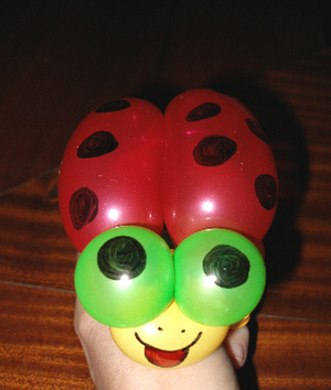 Lady_bug_balloon_art2