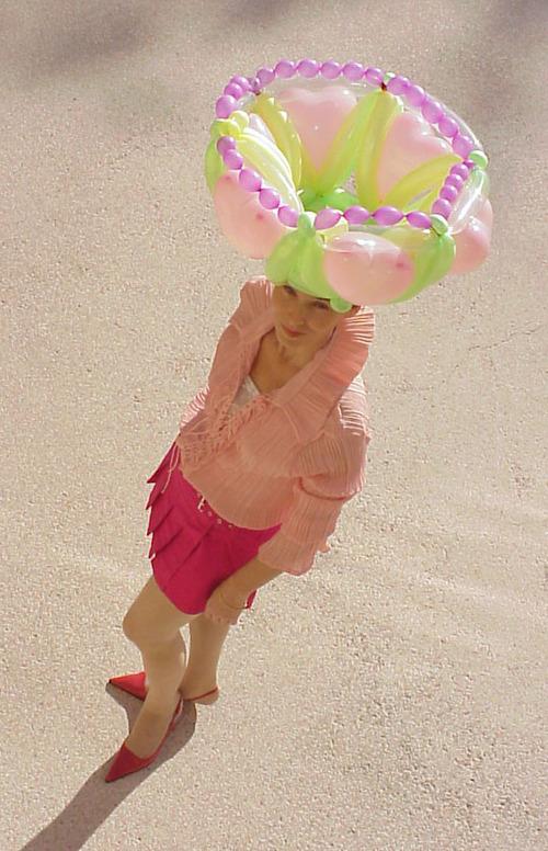 Irina_wears_baloon_art_crown